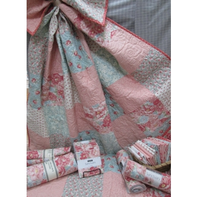 PIeces of 8 Quilt kit from Creations